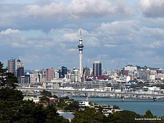 Nový Zéland je ostrovní stát, který se rozkládá na přibližně 270 tisících kilometrech čtverečních, obývá na čtyři a půl milionu lidí. Jeho nejbližším sousedem je Austrálie, oba státy ale dělí takřka dva tisíce kilometrů vodní plochy. Symbolem Nového Zélandujsou ovce, ptáci kivi a například i...