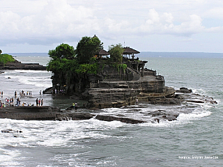 Tak jsem decka prvni den na indoneskem Bali vysnenem exotickem ostrove mnoha evropanu. Hned rano jdu vyridit emailovou postu, jelikoz ji mam zahlcenou dotazama zda jsem prezil zemetresni a hlavne jsem chtel napsat rodicim, ze jsem OK at se o me nemusi strachovat. Pak vyrazim do mesta, no...