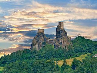 Zřícenina hradu Trosky v Českém ráji (Česká republika)