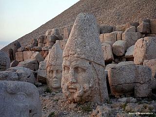 Fotogalerie Nemrut Dagi, hora s hrobkou Antiochose (Turecko)