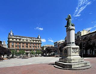 Pamplona připomíná tradici býčích zápasů (Španělsko)