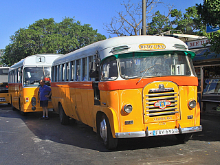 Tyto autobusy byly symbolem Malty po desetiletí (Valletta – Malta)