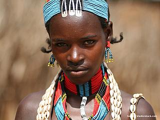 Národní park Mago leží na východním břehu řeky Omo, vjihozápadní Etiopii, rozkládá se na ploše 2162 kilometrů čtverečních. Žijí zde různé kmeny, z nichž nejzajímavější jsou Mursiové, Banové, Hamaři, Bodyové nebo Arborové. Krajina je travnatá savana, která poskytuje útočiště šestapadesát druhům...