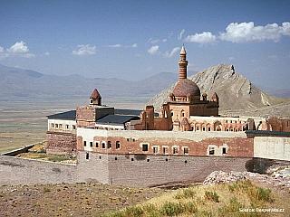 Palác Ishak Pasha Sarayi nedaleko Dogubeyazitu (video) (Turecko)