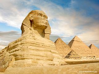 Je jasné, že Egypt láká spoustu turistů kvůli své antické minulosti, ale nesmíme zapomenout ani na pověstné pláže a pohostinnost místních obyvatel. Pyramidy, oázy, přehrady, velkolepost faraonů na každém kroku a doslova věčné slunce. I tak by se dal vjedné větě shrnout celý Egypt. Začněme ale...