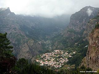 Curral das Freiras vesnička ukrytá v horách Madeiry (Portugalsko)