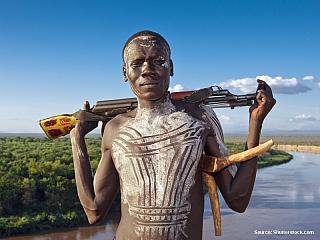 Řeka Omo pramení v centrální částiEtiopské vysočiny aústí dojezera TurkanavseverníKeni.Teče převážně na jih. V horách jedolina řeky úzká zatímco na dolním toku se výrazně rozšiřuje. Vkorytě, které překonává prudké zlomy, se vyskytuje mnohopeřejí. Vzapadlých krajích žijí ne zrovna...