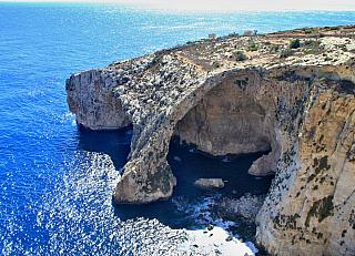 Mořské jeskyně Blue Grotto a jejich barevné divadlo (Malta)