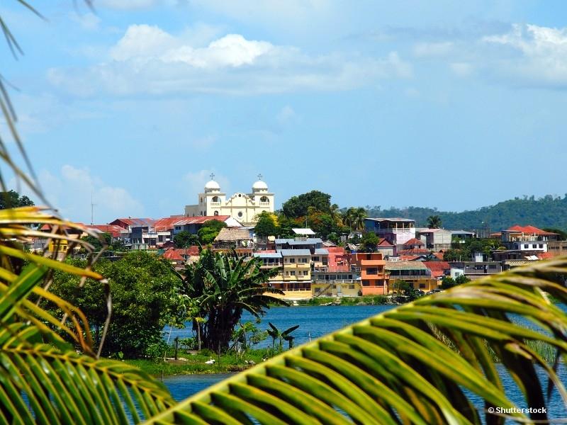 Flores - základna pro návštěvu Tikalu