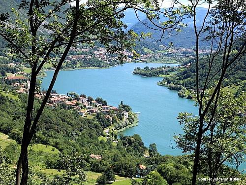 Lago d'Iseo - čtvrté největší italské jezero pod Alpami (Itálie)