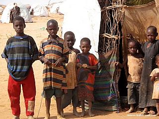 Somálci dřív neznali svou historii, až do roku 1973 neměla somálština psanou verzi, proto se většina dospělých středního věku neučila číst ani psát. Legendy a vzpomínky se předávaly ústně prostřednictvím poezie nebo lidových vyprávění. Rodiče především učili své děti dovednostem, aby...