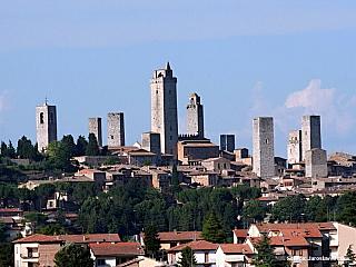 Středověký toskánský Manhattan San Gimignano s rodovými věžemi (Itálie)