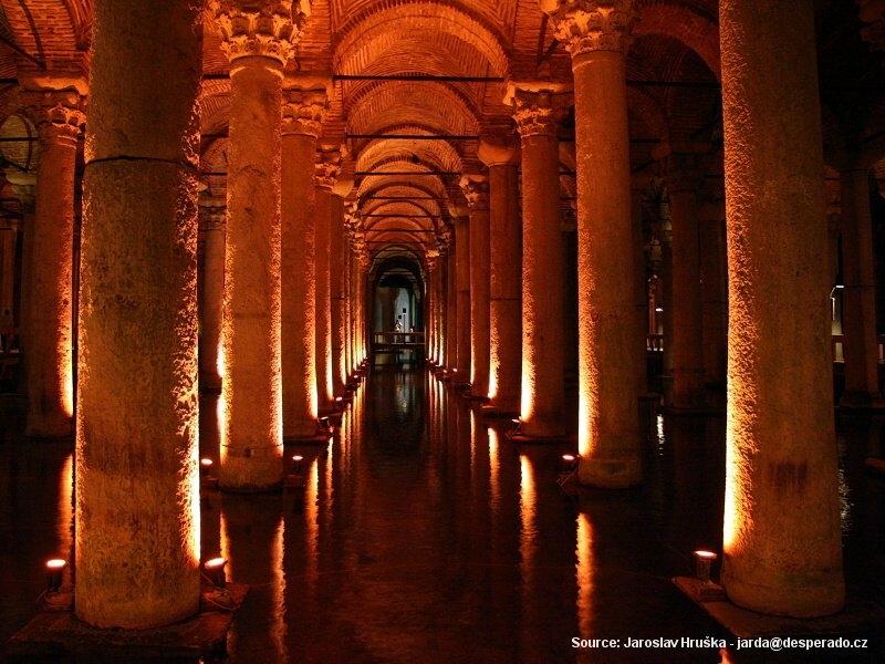 Podzemní cisterna (Yerebatan Sarnici, baziliková cisterna)