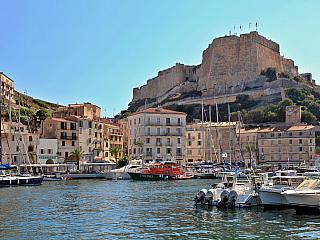 Bonifacio - nejmalebnější město Korsiky (Francie)