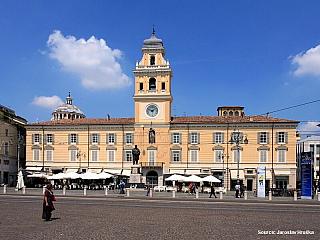 Parma se stopami historie a nejslavnějšího italského sýru parmezán (Itálie)