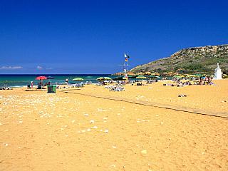 Ramla Bay a mytická jeskyně Kalypsó (Malta)