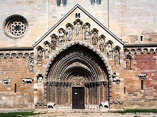 Ják - pro milovníky středověké sakrální architektury (Maďarsko)