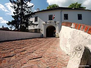 Pokud budete projíždět krajem Maďarska, kde teče řeka Rába a navštívíte Körmend, Szombathely nebo Šoproň, musíte zavítat také do Köszegu, který je zde doslova při cestě. Jeho historie začíná ve 13. století, kdy se stalo prvním svobodným královským městem kraje Vas. Nejslavnější moment historie...