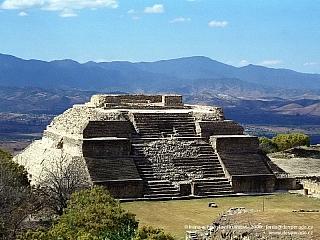 Monte Albán - nejvelkolepější zapotécké město (Mexiko)