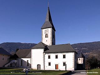 Vesnička Ossiach a jazero Ossiacher See (Rakousko)