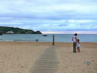 Písečné pláže v kantábrijské vesničce Noja (Španělsko)