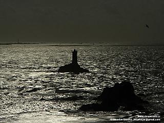 Pointe du Raz je místem divokého moře i konce Bretaně (Francie)