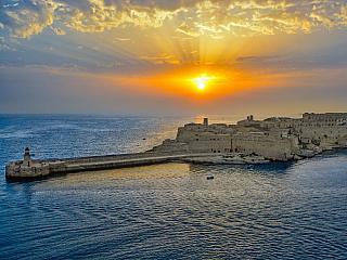Pevnost Rinella střeží největší kanón na světě (Malta)