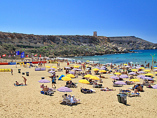 Nejkrásnější písečná pláž je Golden Bay (Malta)