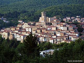 Arcidosso v izolované části Toskánska láká klidem i bohatými kulturními akcemi (Itálie)