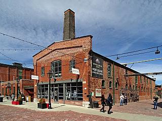 Historická čtvrť The Distillery District v Torontu (Kanada)