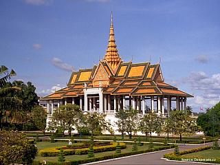 Phnom Penh leží na soutoku řek Mekong a Tonlé Sap, v centru se nachází velké jezero Boeng Kak. Phnom Penh je zajímavý především sám o sobě a má také několik památek, které stojí za návštěvu. Při přesunech po Kambodži se hlavnímu městu stejně nejspíš tak jako tak nevyhnete. Ubytování v Phnom...