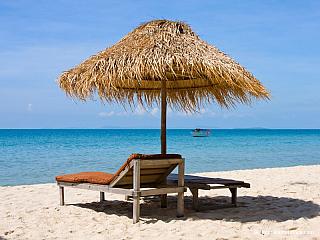 Malé městečko na pobřeží, nejznámější (nebo spíš asi jediné) plážové letovisko v Kambodži. Je také příjemnou zastávkou na cestě do Thajska přes Koh Kong. Dřívější název města je Kompong Som. Ubytování v Sihanoukville Sehnat hotel nebyl problém, nedalo pláží je několik levných GH. Bydlet se dá...