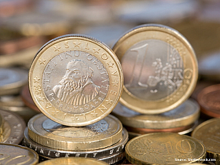 Měna: euroKurz: 1€ = 27,5,- Kč (2014) Do 31.12.2006 byl platidlem slovinský tolar SIT. Kurz 100 SIT = 12 Kč. Bankomaty (ATM) jsou dostupné ve všech městech. V některých bankách šlo měnit i české koruny, ale zcela na to nespoléhejte. Kartou šlo platit skoro vše, na benzinkách, v kempech, mýtné a...