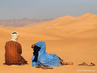Zasněžené pohoří Atlas, kuskus nebo lahodný berberský čaj. Alžírsko je typickou muslimskou zemí, ve které se smlouvá, ekonomika je postavena na těžbě ropy a zemního plynu, mají tu i metro a domluvíte se kromě místních dialektů i celkem dobře francouzsky. Pokud jde o turistiku a památky všeho...