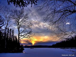 Jen málokdo snad ještě neslyšel o krásách, které turistům nabízí země javorového listu. Jistě víte, že je řeč o Kanadě, zemi nádherných přírodních scenérií, ledního hokeje, ale také mnoha kultur. Kanada nabízí mnoho zajímavých míst, která byste určitě při návštěvě neměli minout. Pojďte se s námi...