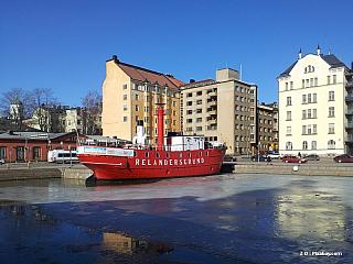 """Hlavní a nejlidnatější město Finska. Největší finský přístav. Pobřeží je omýváno Baltským mořem a je dlouhé 100 km. Kměstu náleží 315 ostrovů. Ve městě se nachází dva unikátní národní parky. Helsinky produkují třetinu finského HDP. Emil Zátopek zde získal 3 zlaté medaile. """"Když nejde hora..."""