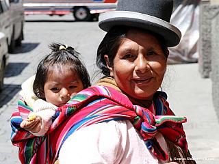 Dříve cenzurované pasáže Stalo se také pár věcí, o nichž jsem zde nechtěl dříve informovat, aby se o mě doma nebáli. Teď už sedím v hotelu na jednom místě a za chvíli odlétám domů, tak to snad nevadí.  8/7/2003 - La Paz, Bolivia Vylezl jsem na vyhlídkový kopec a cestou dolu jsem potkal...