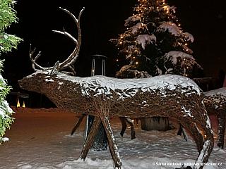 Víte, kde leží vprůměru 180 dní vroce sníh? Tak nastražte uši. Hlavní město Laponska se nachází na severu Finska a pyšní se především vehementním přívalem dětské návštěvnosti. Ještě, aby ne, když se ocitáme vbydlišti Santa Clause, vtěsné blízkosti polárního kruhu. Nezapomeňme, že polární...