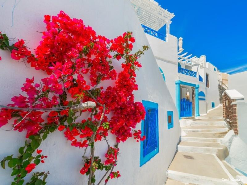 Objevte pohostinnou náruč ostrova Santorini