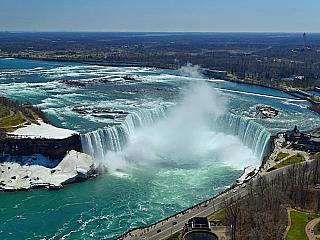 Niagarské vodopády z Kanady (Kanada)