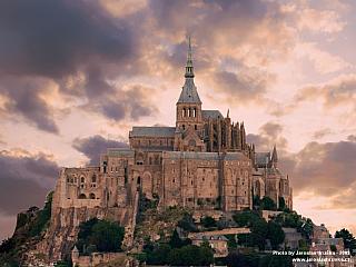 Mont-Saint-Michel je perlou francouzské gotiky (Francie)