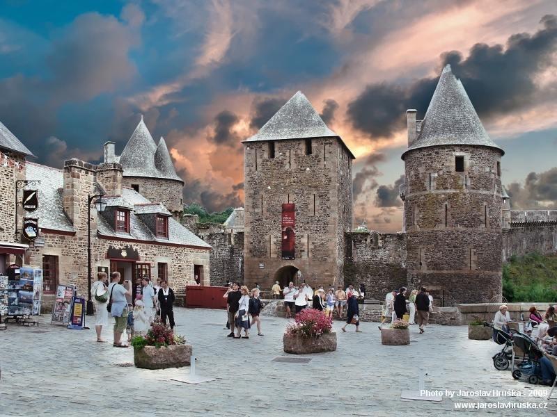 Historické městečko Fougéres v Bretani
