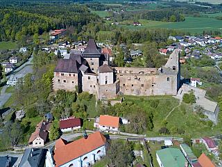 Hrad Lipnice z ptačí perspektivy (Česká republika)