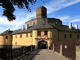 Svojanov je malebným hradem uprostřed lesů, údajně tu ale také straší (Česká republika)