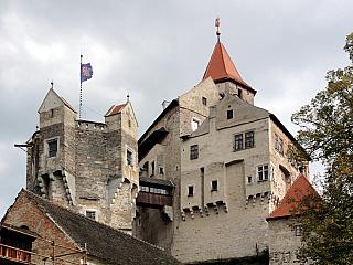Pernštejn aneb jeden z nejzachovalejších gotických hradů (Česká republika)