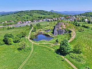 Panská skála je přírodní památka v Českém středohoří (Česká republika)