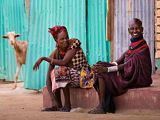 """Svahilština je jazyk používaný ve východní Africe, rozšířený je především vKeni a dále vBurundi, Mosambiku, Somálsku, Ugandě a částečně vTanzanii. Každý si jistě vzpomene na slavnou hlášku zfilmu Lví král: """"Hakuna matata."""" To svahilsky znamená No problem. Před třemi lety jsem skončila..."""