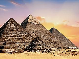 Pyramidy v Gíze (Egypt)