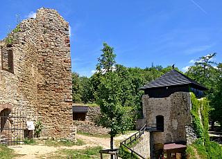 Zřícenina hradu Lukov u Zlína (Česká republika)