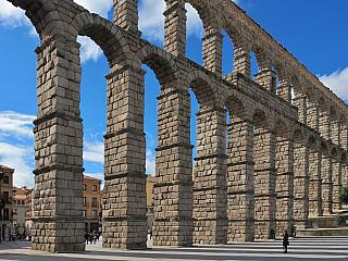 Akvadukt v Segovii je dílem zlatých římských ručiček (Španělsko)